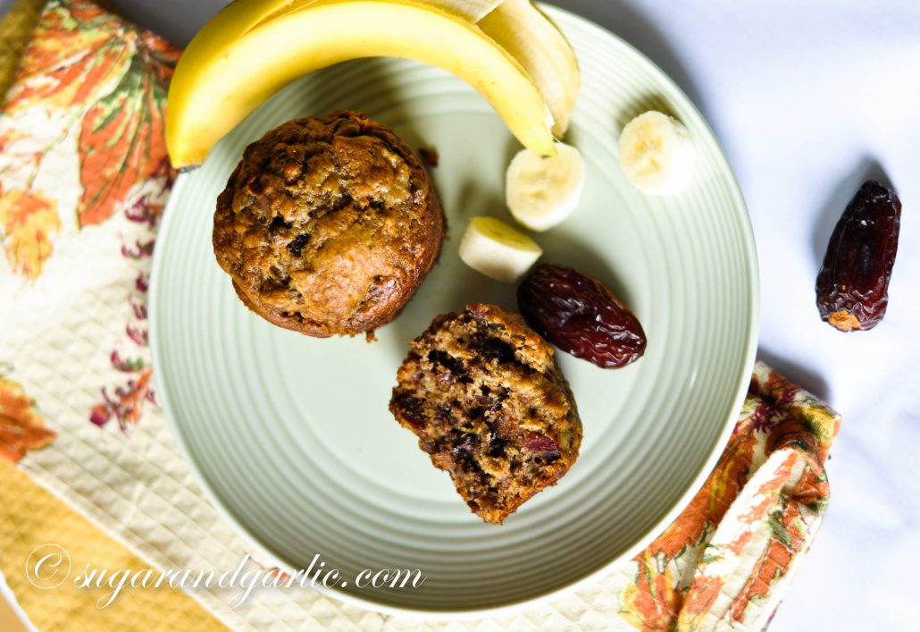 bananas and dates with muffin